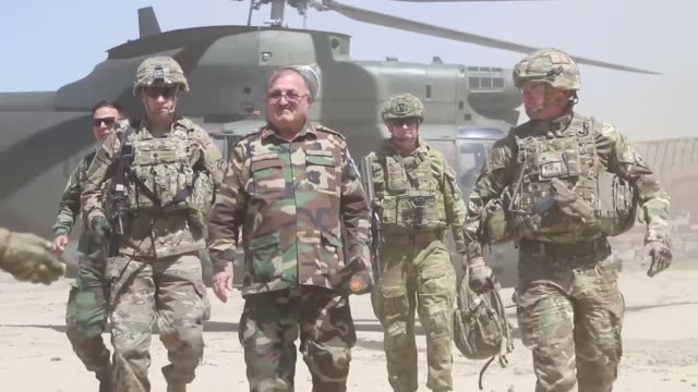 stockvideo's en b-roll-footage met commander of kabul garrison command alongside members of the kabul security force including british army ksf commander australian army and kgc... - britse leger