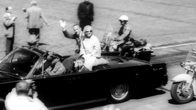 / commander scott carpenter enjoys a hero's welcome at his alma mater the university of colorado / carpenter waves to a large crowd as he drives... - plakette stock-videos und b-roll-filmmaterial