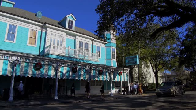 commander's palace was established in 1893 in the garden district of uptown new orleans at 1403 washington ave. emile commander established a small... - nicolas lisperguier stock videos & royalty-free footage