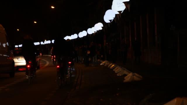 vídeos y material grabado en eventos de stock de commemorating 25 years fall of the wall in berlin in germany - east berlin