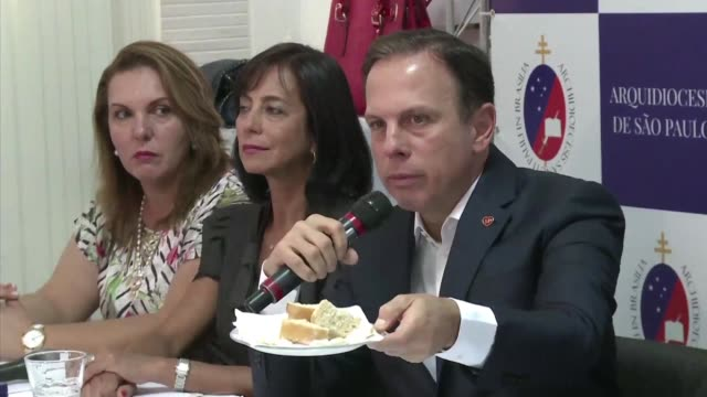 vídeos de stock, filmes e b-roll de commentators and social groups have raised alarms on a new project established by sao paulo mayor and presidential hopeful joao doria to distribute... - comentarista