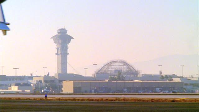 cu, commercial aircraft driving along airstrip, los angeles, california, usa - landefahrwerk stock-videos und b-roll-filmmaterial