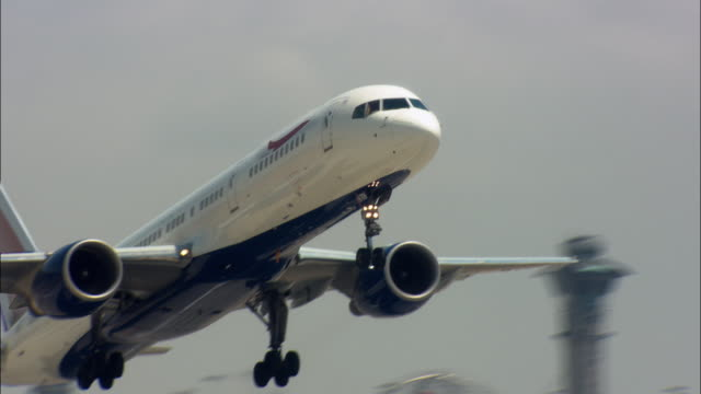 stockvideo's en b-roll-footage met ms la pan commercial aircraft taking off, los angeles, california, usa - taking off