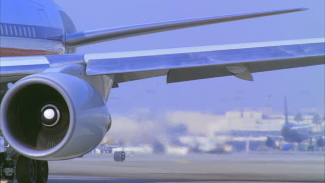 cu, pan, commercial aircraft turning on tarmac, los angeles, california, usa - engine stock videos & royalty-free footage