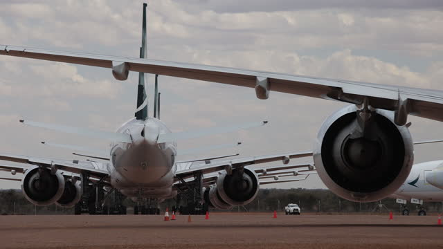 commercial airplanes parked at desert storage facility in australia. the asia pacific aircraft storage facility facility makes a strange and eerie... - stationary stock videos & royalty-free footage