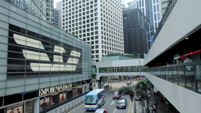 vídeos de stock, filmes e b-roll de commercial buildings stand in the central district of hong kong china on tuesday may 23 traffic drives past an emporio armani store operated by... - giorgio armani marca de moda