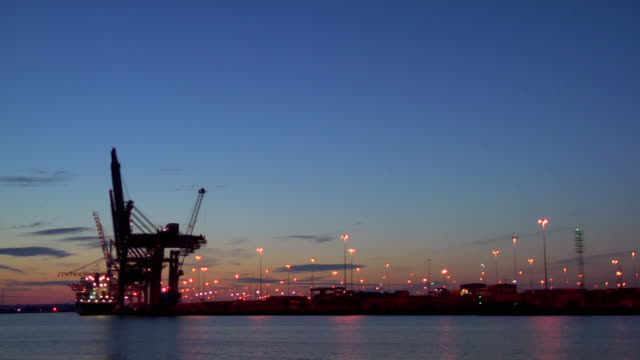 stockvideo's en b-roll-footage met ws commercial dock at dusk, hampshire, united kingdom - hampshire engeland