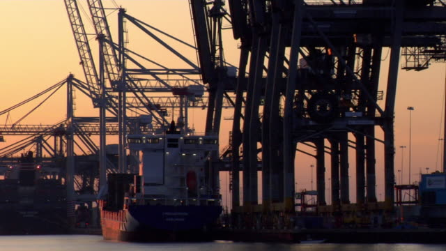 stockvideo's en b-roll-footage met ms pan commercial dock at sunset, hampshire, united kingdom - southampton engeland