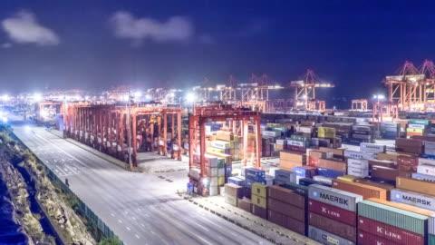 stockvideo's en b-roll-footage met commerciële dock met cargo containers. time-lapse 4k - distribution warehouse