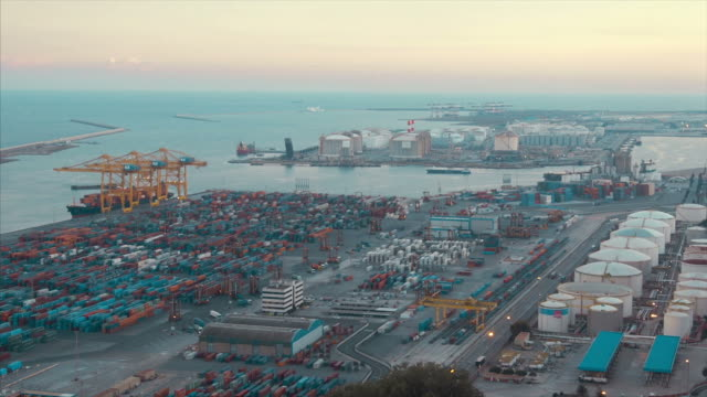 vídeos de stock e filmes b-roll de commercial dock with containers and cranes (normal speed) - porto de barcelona