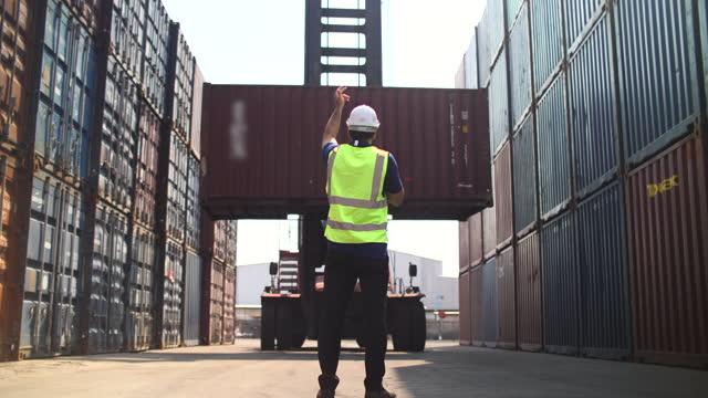 stockvideo's en b-roll-footage met commercial dock worker - crane construction machinery