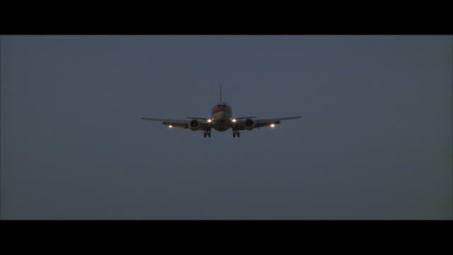 ms, cu commercial jet approaching for landing - boeing 737 stock videos & royalty-free footage
