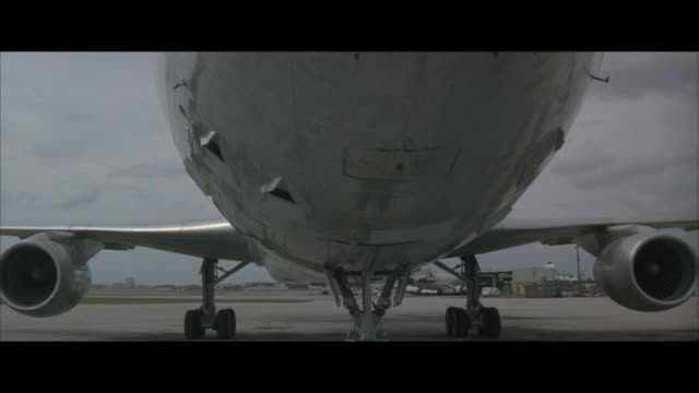 CU, TU, Commercial jet on runway