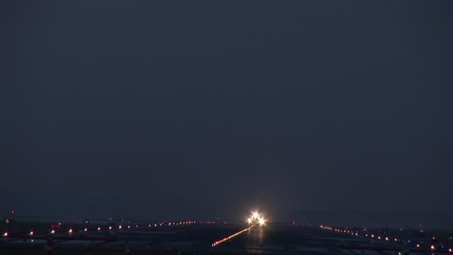 WS, Commercial jet taking off at night, Ronald Reagan Washington National Airport, Washington DC, Washington, USA