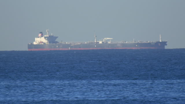 a commercial oil ship floating on the pacific ocean. - 化石燃料点の映像素材/bロール