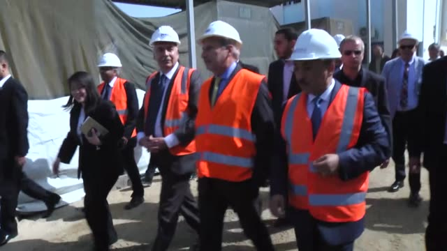 stockvideo's en b-roll-footage met commissioner for european neighbourhood policy & enlargement negotiations johannes hahn and palestinian minister of public works and housing, mufid... - plant stage