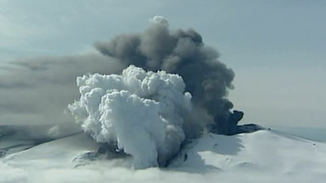 Commons Committee says MPs should listen more to scientists during emergencies April 2010 Grey smoke and cloud of steam and ash billowing up from...