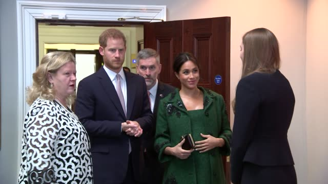 stockvideo's en b-roll-footage met duke and duchess of sussex visit canada house england london canada house photography** prince harry duke of sussex and meghan duchess of sussex... - britse rijk