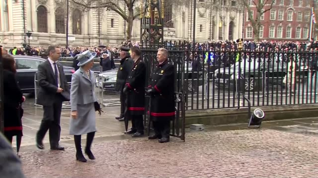 arrivals ***music convoy arriving / sophie countess of wessex arrival / prince andrew duke of york arrival / princess anne the princess royal arrival... - prinz von wales stock-videos und b-roll-filmmaterial