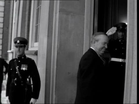 commonwealth prime ministers' conference: declaration of racial equality; england: london: marlborough house: ext car arrives, president kwame... - alec douglas home video stock e b–roll