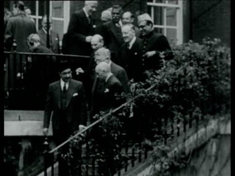 vídeos y material grabado en eventos de stock de commonwealth prime ministers mill about in gardens of 10 downing street london oct 48 - primer ministro británico