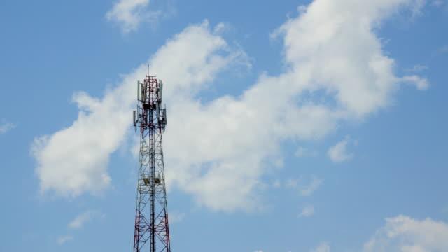 vídeos y material grabado en eventos de stock de t/l torre de comunicación con el cielo azul y nubes en tailandia - t mobile