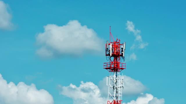 雲の時間経過で通信塔 - テレビ塔点の映像素材/bロール