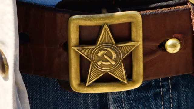 stockvideo's en b-roll-footage met a communism logo on a belt - communisme
