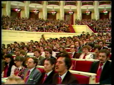 communist party election itn poznan cs delegates gv top table gv congress ms kania ms kania and jaruzelski get flowers itn/abc335min... - communist party stock videos and b-roll footage