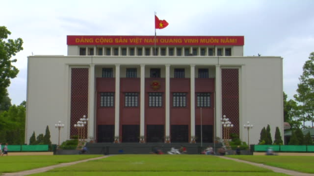 stockvideo's en b-roll-footage met ws communist party of vietnam headquarter, hanoi, vietnam - communisme