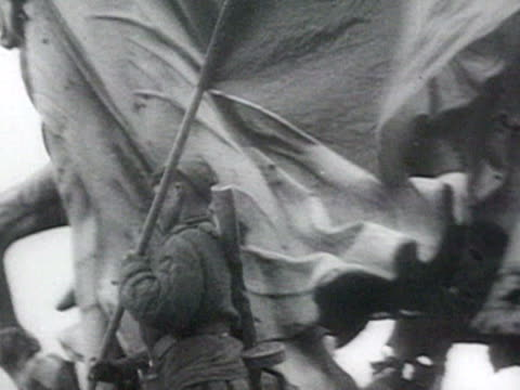 ms communist quivering flag under statue on reichstag audio / berlin germany - 1945 stock-videos und b-roll-filmmaterial