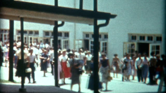 stockvideo's en b-roll-footage met community college 1940's - retro style