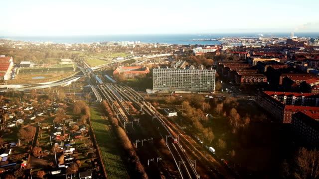 vídeos y material grabado en eventos de stock de viajar por tren eléctrico - tren de cercanías