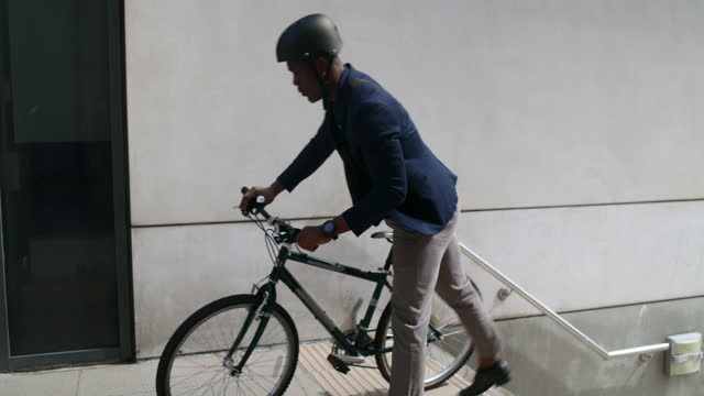 commuter carrying his bicycle up stairs - formal businesswear stock videos & royalty-free footage