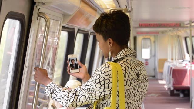 vidéos et rushes de ms pan commuter in subway train using smart phone to video conference / alexandria, virginia, usa - alexandria virginie