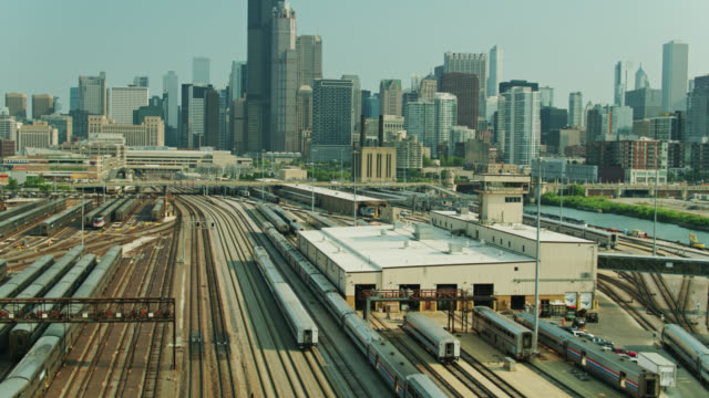 commuter train headed towards chicago - upward tilting drone shot - willis tower stock videos & royalty-free footage