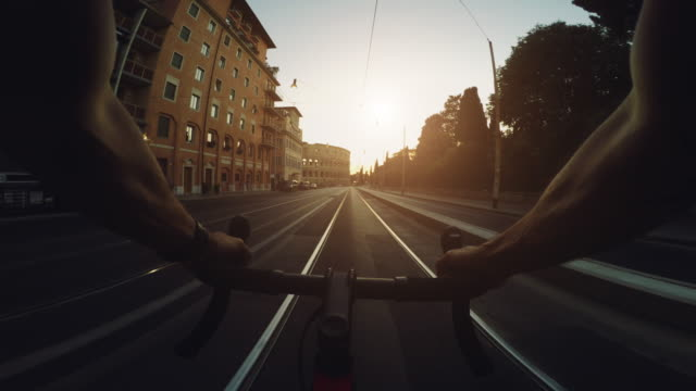 pov commuter with racing bicycle in rome: to the coliseum - wearable camera stock videos & royalty-free footage