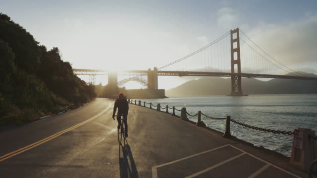 commuter with road racing bicycle and golden gate bridge - golden gate bridge stock videos & royalty-free footage