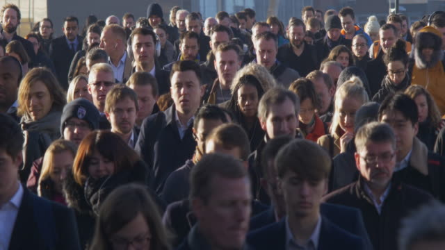 vidéos et rushes de commuters 4k sidelight. - londres