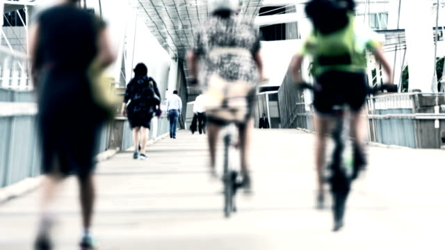 TIME LAPSE: Commuters and cyclists on the bridge