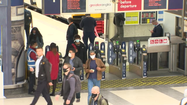 commuters arriving at liverpool street station in rush hour, quiet due to coronavirus pandemic - rail transportation stock videos & royalty-free footage
