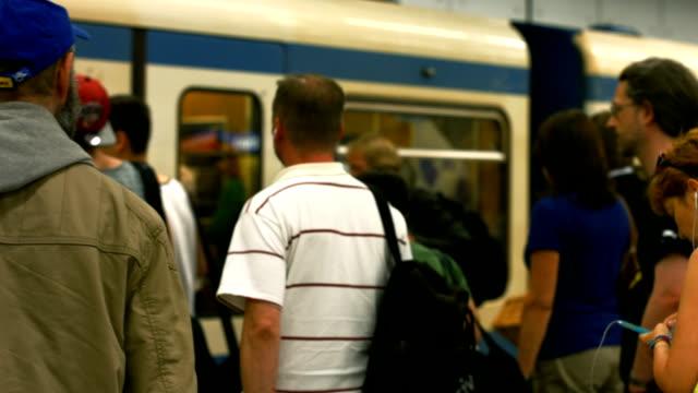 MS 搭乗地下鉄の通勤者(4 K /UHD HD )