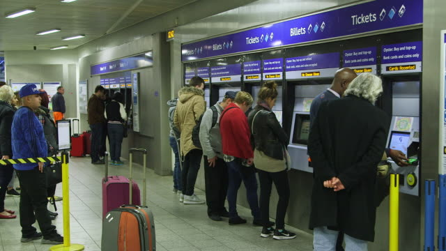 WS Commuters buying tickets / King's Cross Station, London, England, United Kingdom