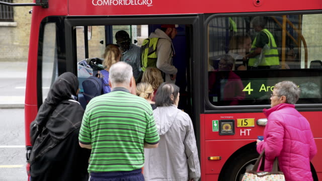 commuters entering double-decker bus in london islington - bushaltestelle stock-videos und b-roll-filmmaterial