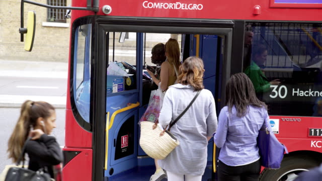 vídeos de stock, filmes e b-roll de commuters entering double-decker bus in london - bus