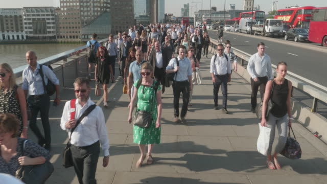 cs commuters going to work - kraneinstellung stock-videos und b-roll-filmmaterial
