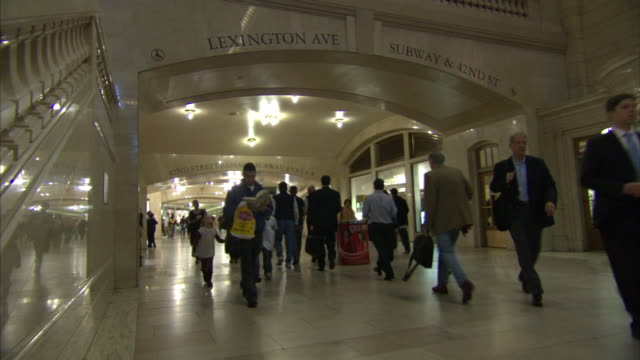 commuters rush along a corridor in grand central terminal. - urgency stock videos & royalty-free footage
