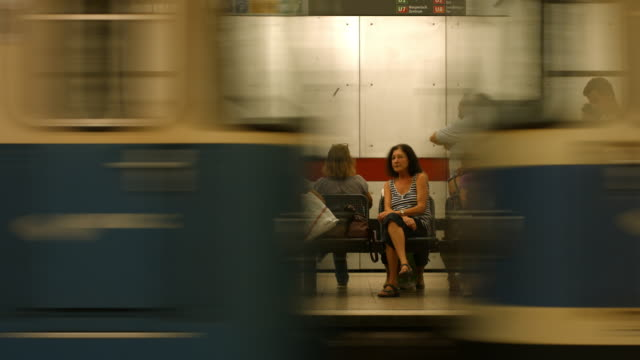 commuters waiting for subway train - abwarten stock-videos und b-roll-filmmaterial