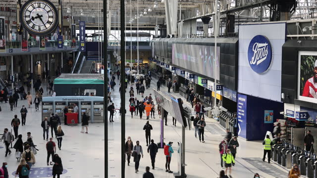 stockvideo's en b-roll-footage met commuters walk along the concourse after arriving at london waterloo railway station in london, u.k., on thursday, may 27, 2021. more than half of... - treinstation