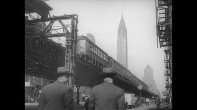 vídeos de stock, filmes e b-roll de 1948 nyc - commuters walk below an elevated station with chrysler building in the distance - 1948